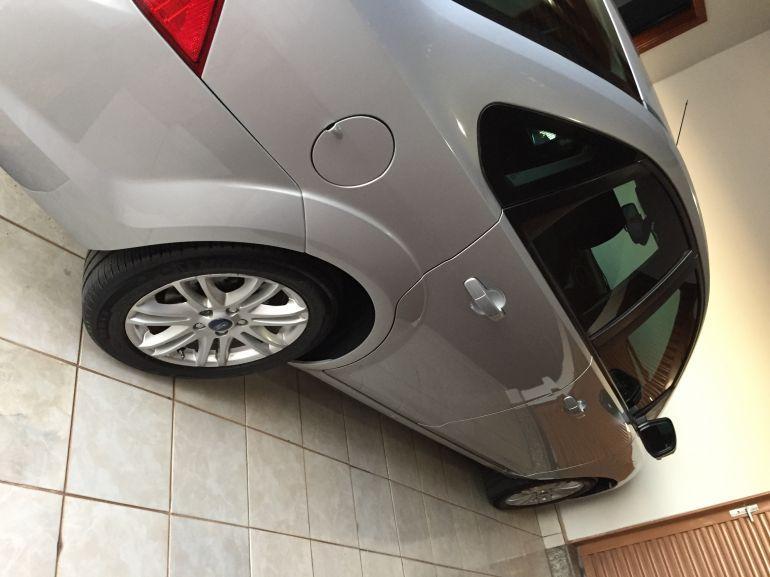 Ford Focus Sedan Ghia 2.0 16V (Flex) - Foto #4