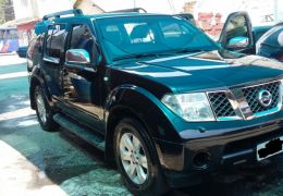 Nissan Pathfinder LE 4x4 4.0 24V