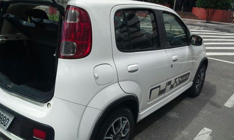Fiat Uno Sporting 1.4 8V (Flex) 4p - Foto #4