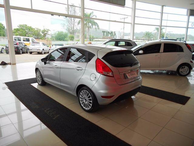 Ford Fiesta Titanium PowerShift 1.6 - Foto #8