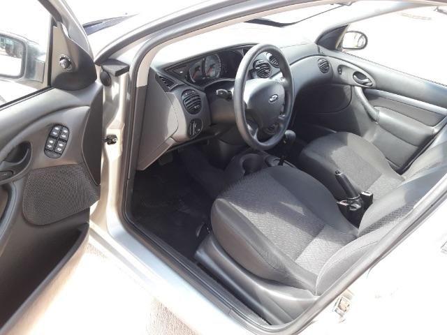 Ford Focus Hatch Ghia 2.0 16V (Aut) - Foto #1