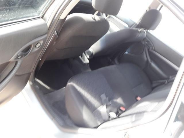 Ford Focus Hatch Ghia 2.0 16V (Aut) - Foto #8