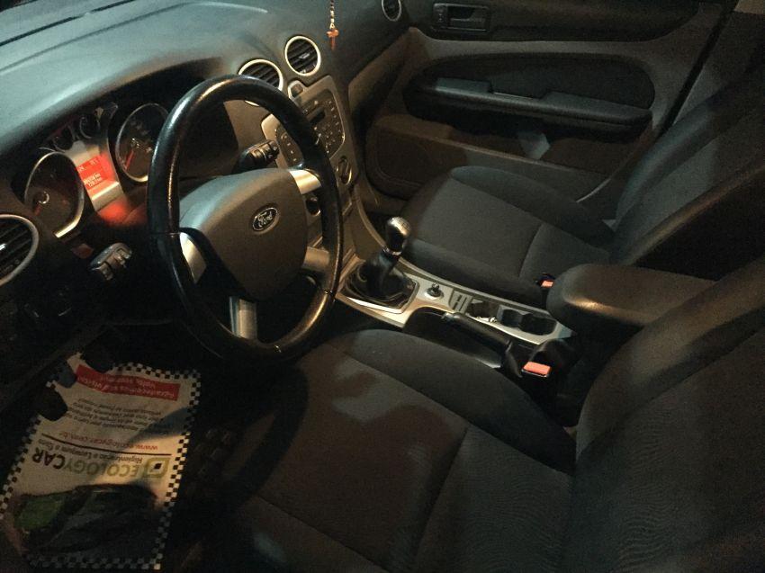 Ford Focus Hatch GL 1.6 8V - Foto #2