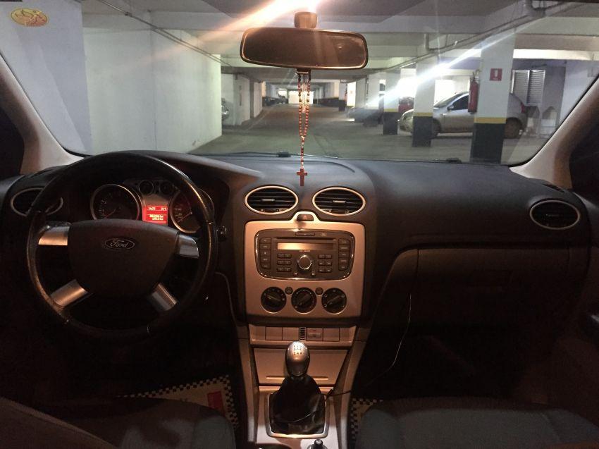 Ford Focus Hatch GL 1.6 8V - Foto #5