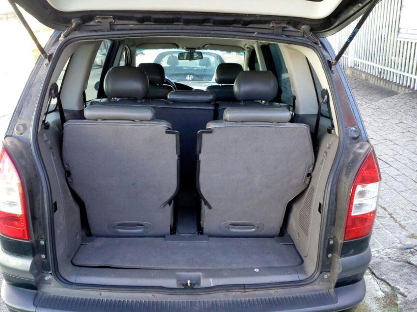 Chevrolet Zafira Elegance 2.0 (Flex) - Foto #4