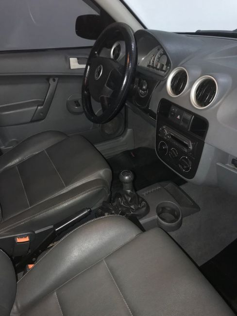 Volkswagen Saveiro Sportline 1.6 G4 (Flex) - Foto #4