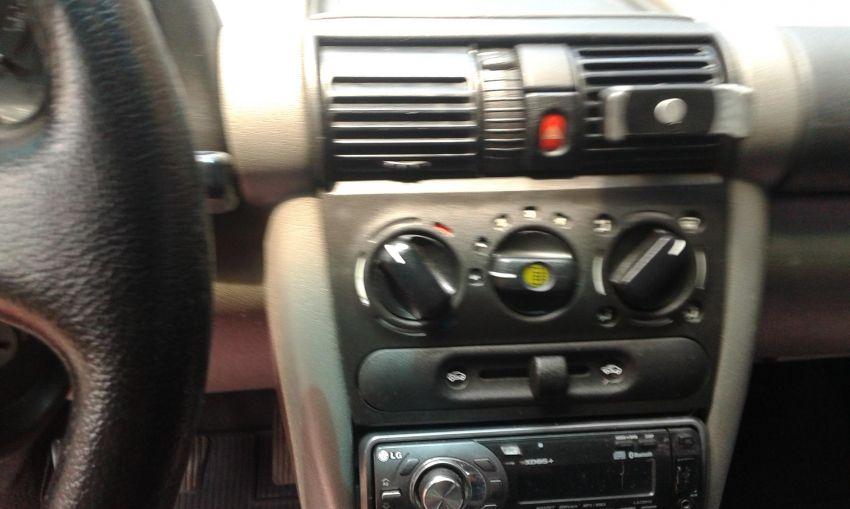 Chevrolet Corsa Sedan 1.0 8V - Foto #2