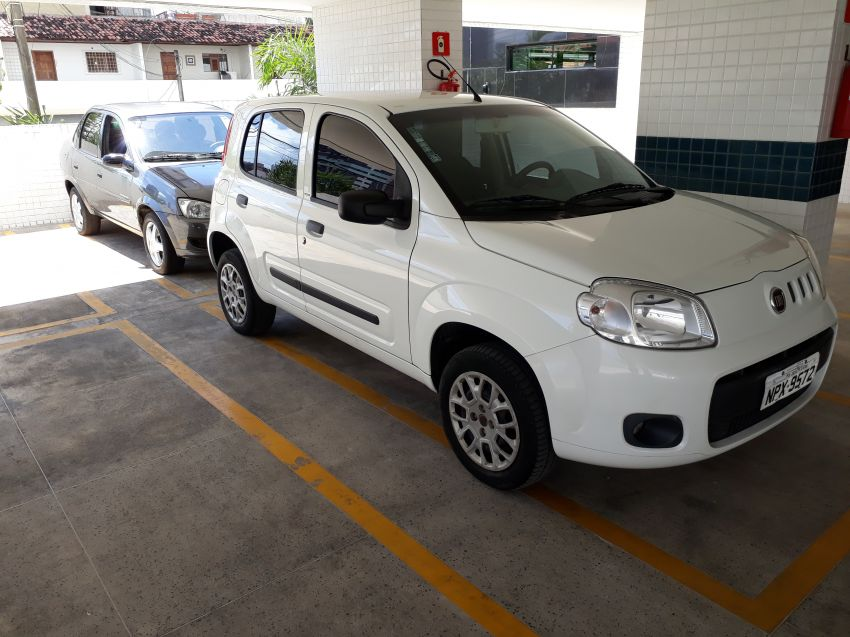 Fiat Uno Vivace 1.0 (Flex) 4p - Foto #5