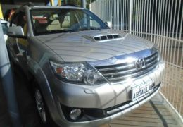 Toyota Hilux SW4 SRV 3.0 4X4 (7 Lugares)