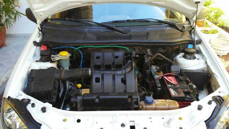 Fiat Strada Trekking 1.6 16V (Flex) - Foto #4