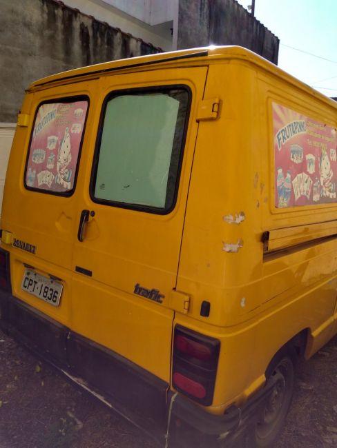 Renault Trafic Furgao 2.2 (ch. curto) - Foto #2