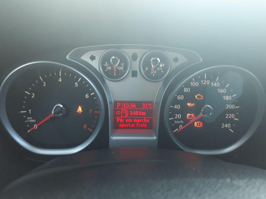 Ford Focus Hatch SE Plus 2.0 16V PowerShift (Aut) - Foto #3