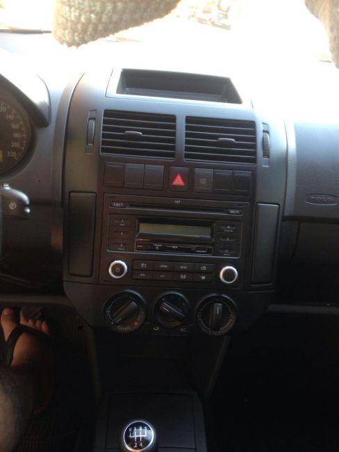 Volkswagen Polo Sedan 1.6 8V - Foto #1