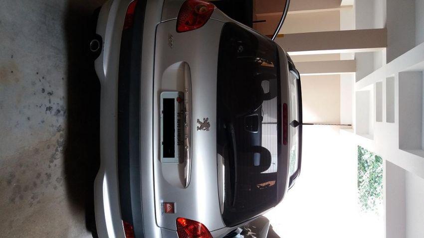 Peugeot 207 Hatch Quiksilver 1.4 8V (flex) (4 p.) - Foto #3