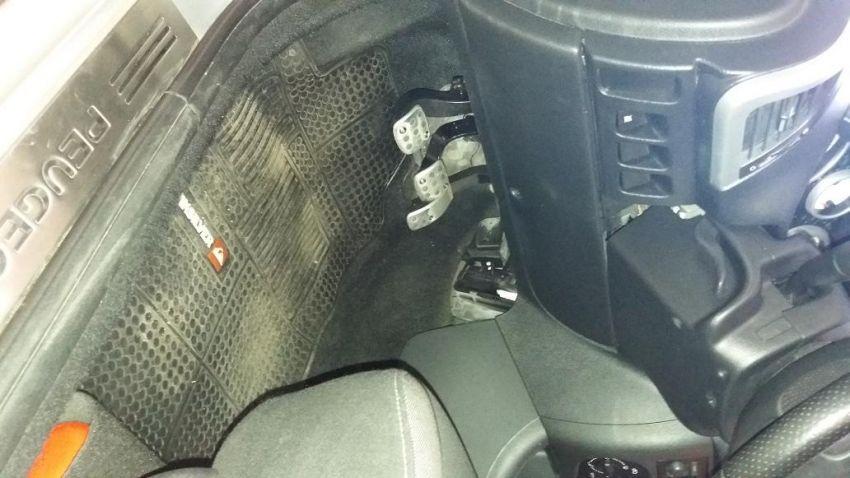 Peugeot 207 Hatch Quiksilver 1.4 8V (flex) (4 p.) - Foto #4
