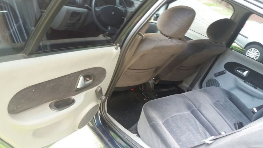 Renault Clio Hatch. Privilége 1.0 16V (flex) - Foto #2