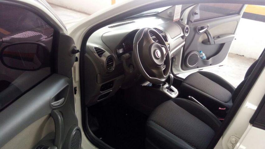 Fiat Grand Siena Essence Dualogic 1.6 (Flex) - Foto #6