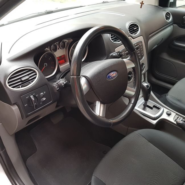 Ford Focus Sedan GLX 2.0 16V (Aut) - Foto #9
