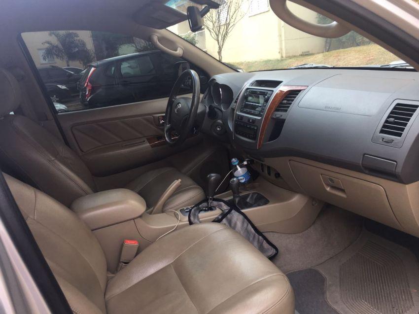Toyota Hilux SW4 SRV 3.0 4X4 (7 Lugares) - Foto #3