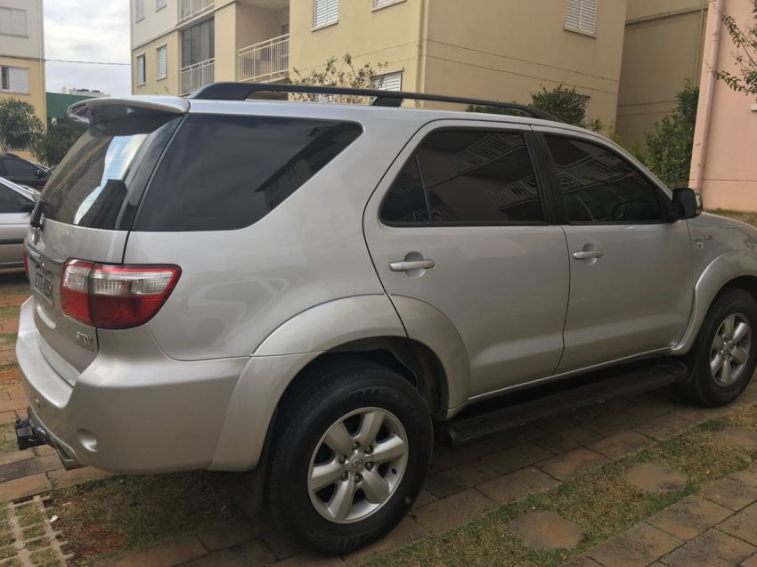 Toyota Hilux SW4 SRV 3.0 4X4 (7 Lugares) - Foto #4