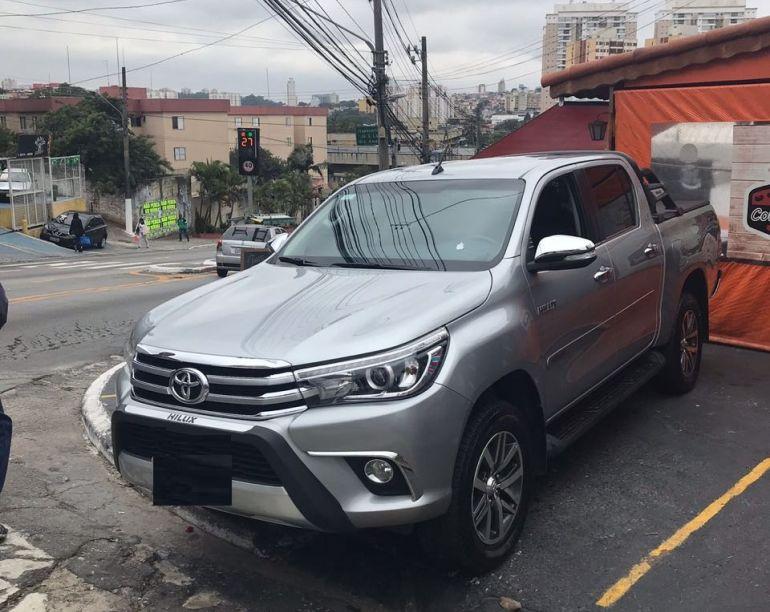 Toyota Hilux 2.8 TDI SRX CD 4x4 (Aut) - Foto #3