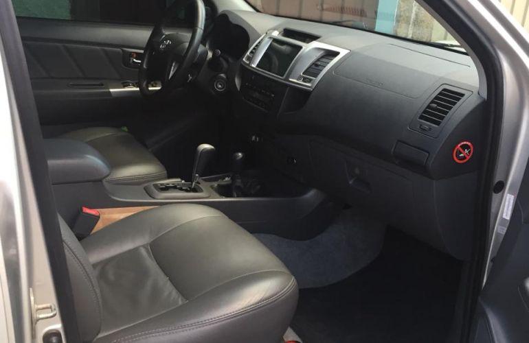 Toyota Hilux 3.0 TDI 4x4 CD SRV (Aut) - Foto #2
