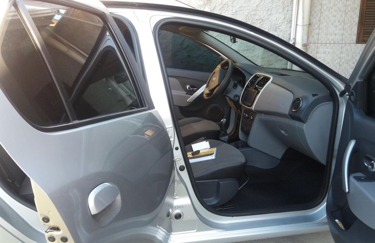 Renault Logan Expression 1.6 16V SCe (Flex) - Foto #9