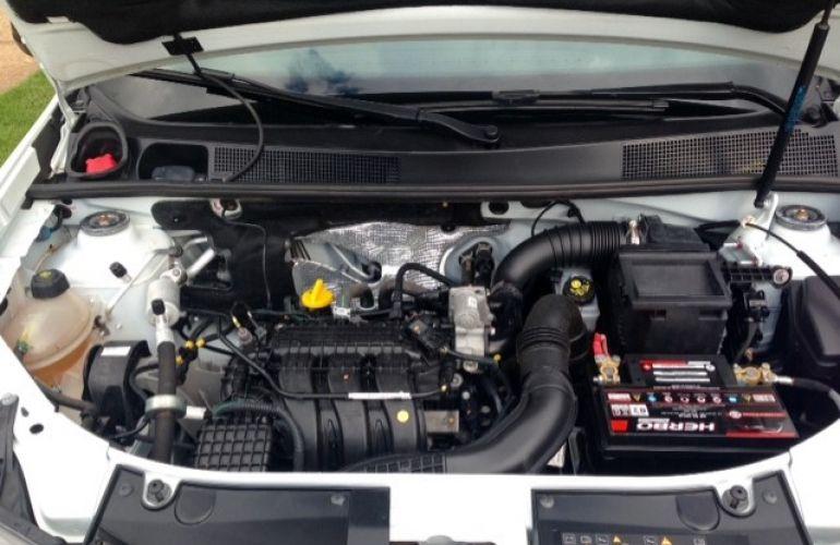 Renault Logan Authentique 1.0 12V SCe (Flex) - Foto #9