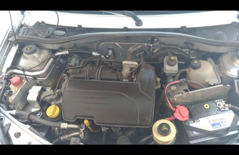 Renault Sandero Expression 1.0 16V (Flex) - Foto #6