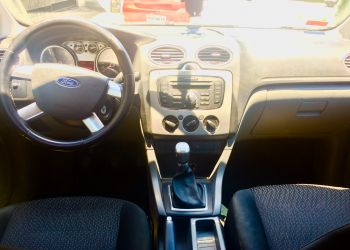 Ford Focus Hatch GL 1.6 16V (Flex) - Foto #2