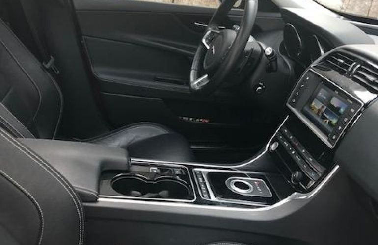 Jaguar XE 2.0 GTDI R-Sport - Foto #9