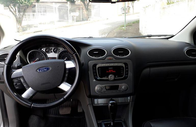 Ford Focus Sedan Ghia 2.0 16V Duratec (Aut) - Foto #2