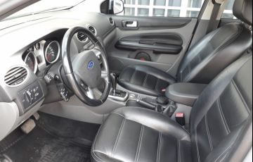 Ford Focus Sedan Ghia 2.0 16V Duratec (Aut) - Foto #4