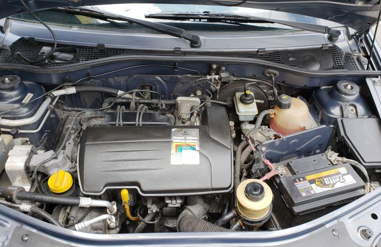 Renault Logan Authentique 1.0 16V (flex) - Foto #8