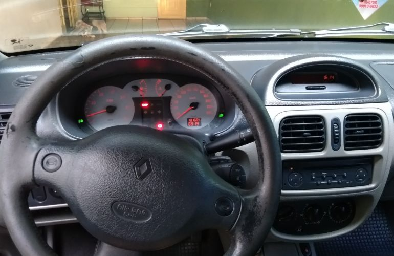Renault Clio Sedan Privilége 1.6 16V - Foto #2