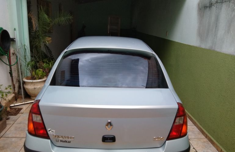 Renault Clio Sedan Privilége 1.6 16V - Foto #6