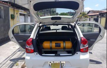 Toyota Etios XS 1.3 (Flex) - Foto #8