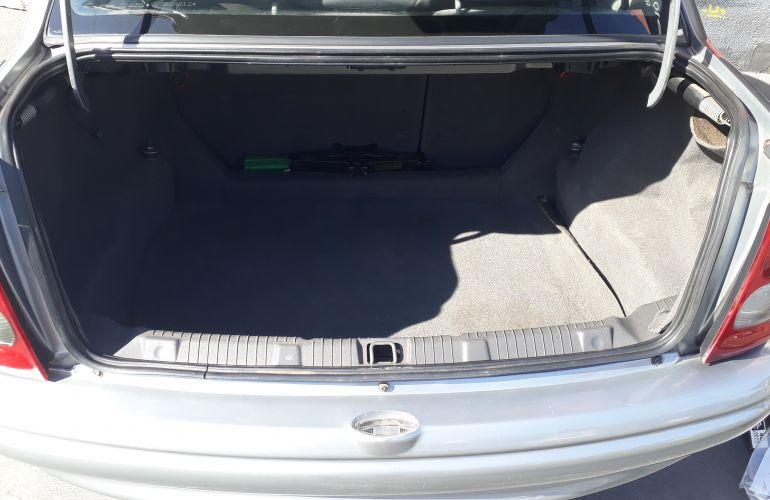 Chevrolet Corsa Sedan GL 1.6 MPFi - Foto #1