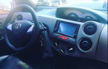 Toyota Etios XLS 1.5 (Flex) - Foto #2