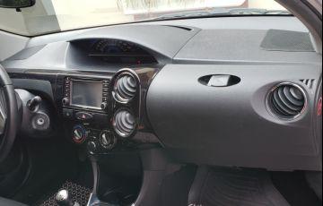 Toyota Etios Sedan XLS platinum 1.5 (Flex) - Foto #2