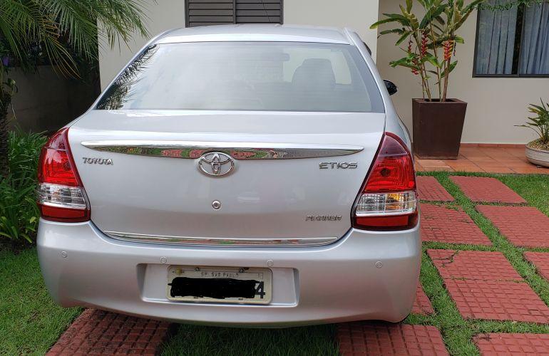 Toyota Etios Sedan XLS platinum 1.5 (Flex) - Foto #5