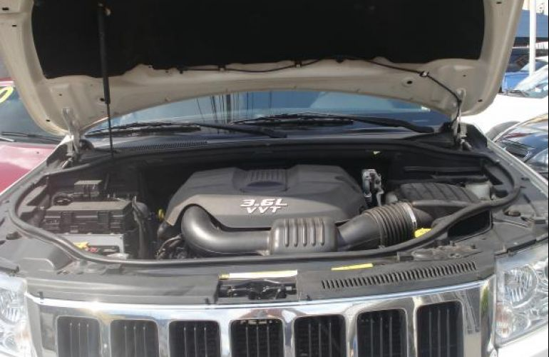 Jeep Cherokee Laredo 3.6 4x4 V6 Aut - Foto #10