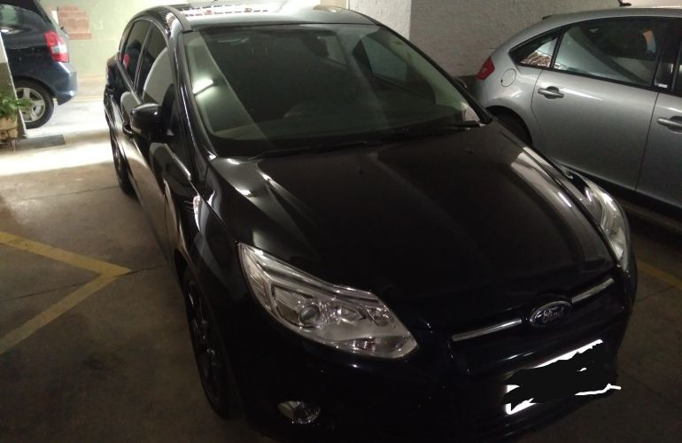 Ford Focus Hatch Titanium Plus 2.0 16V PowerShift - Foto #2