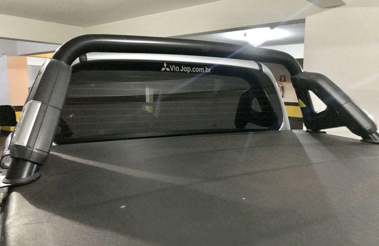 Mitsubishi L200 Triton 3.5 V6 HPE 4WD (Flex) (Aut) - Foto #4