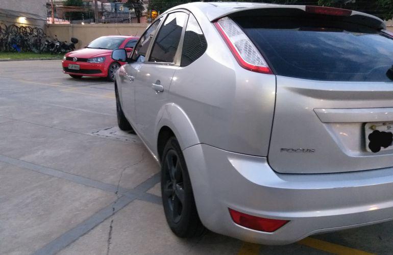 Ford Focus Hatch GLX 2.0 16V (Flex) - Foto #2