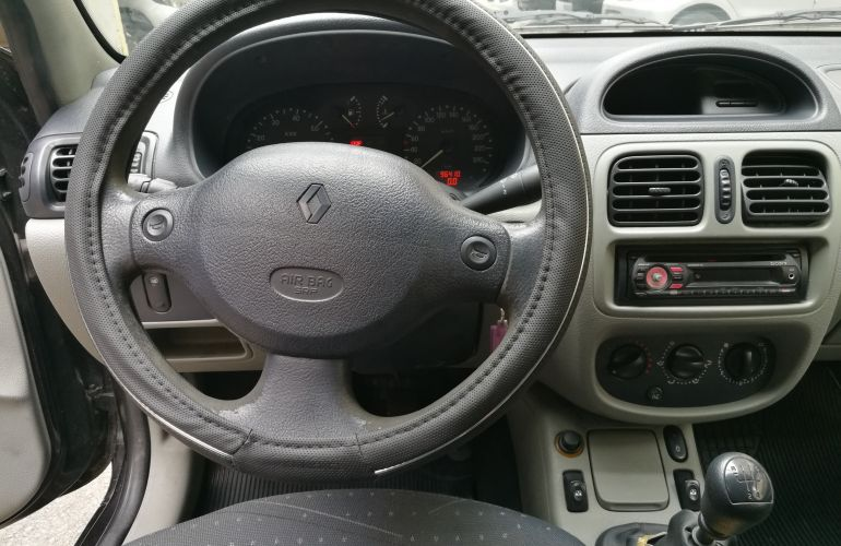 Renault Clio Hatch. Expression 1.0 8V - Foto #6