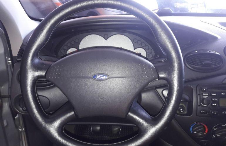 Ford Focus Hatch GL 1.6 8V - Foto #10