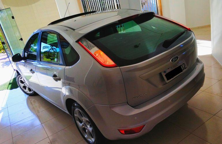 Ford Focus Hatch Titanium 2.0 16V (Aut) - Foto #5
