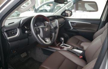 Toyota SW4 2.8 TDI SRX 5L 4x4 (Aut) - Foto #7