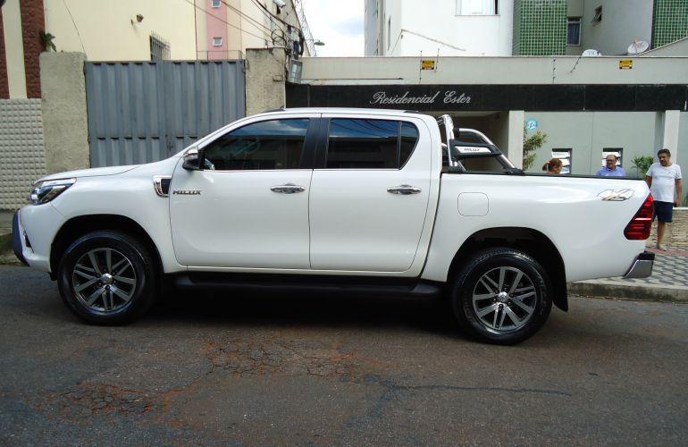 Toyota Hilux 2.8 TDI SRX CD 4x4 (Aut) - Foto #2